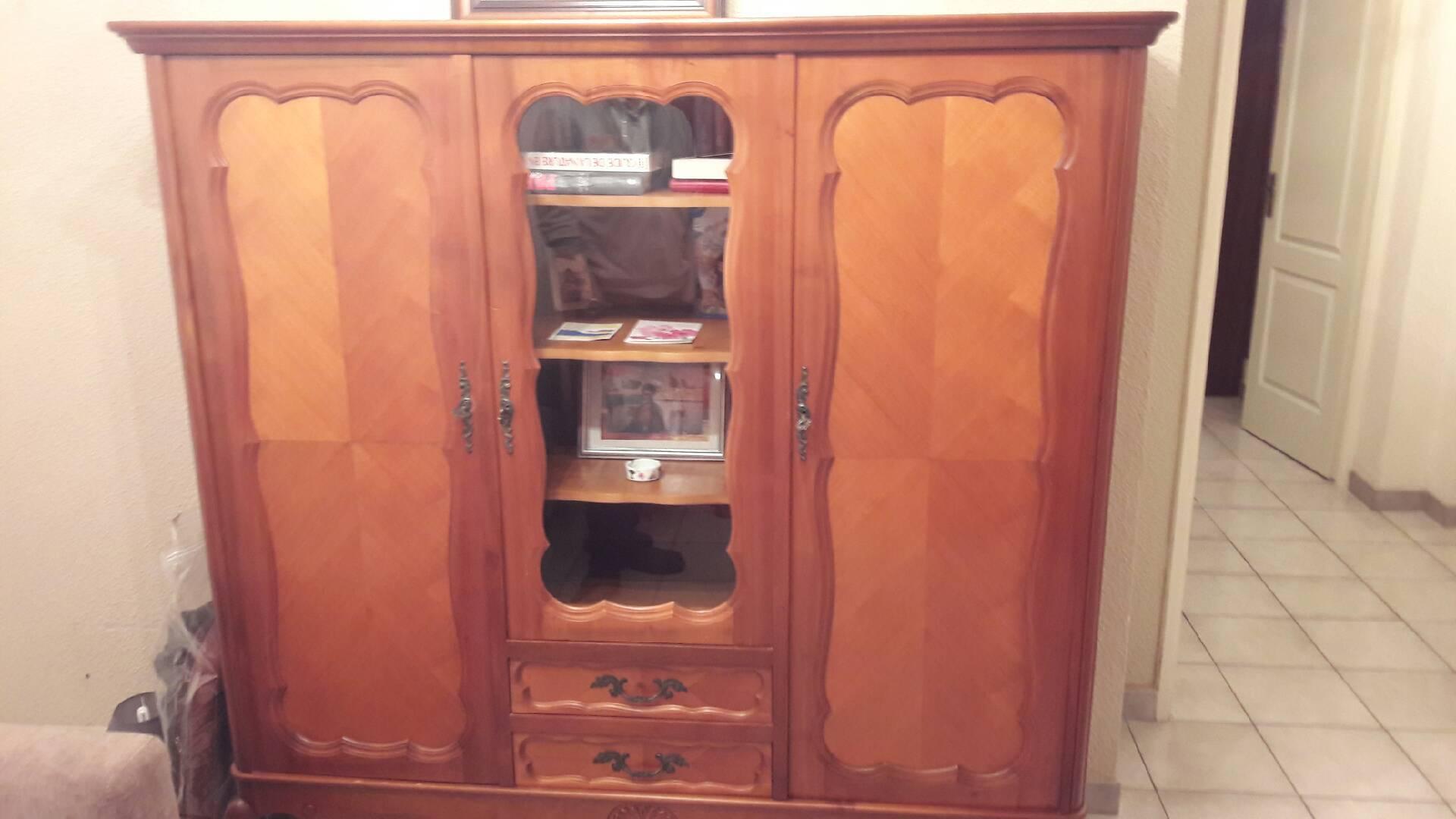 petites annonces meuble ancien. Black Bedroom Furniture Sets. Home Design Ideas